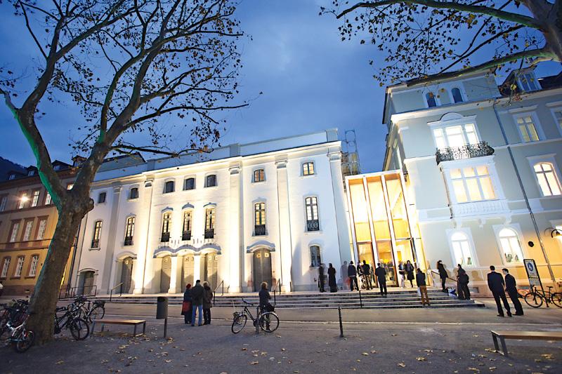 13 bild theater bei Nacht by Buck